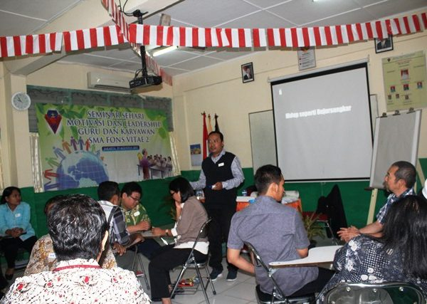 Seminar Motivasi dan Leadership Guru Karyawan SMA Fons Vitae 2